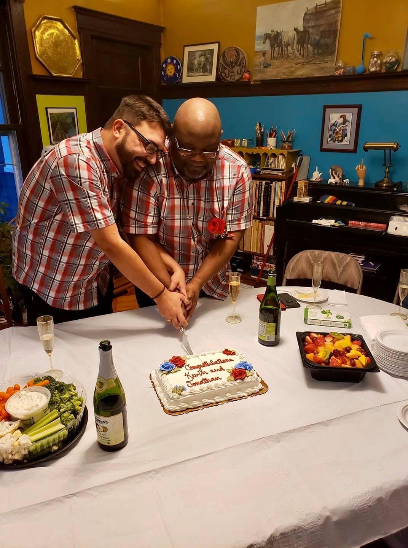 Jonathan & Kevin King cutting their wedding cake
